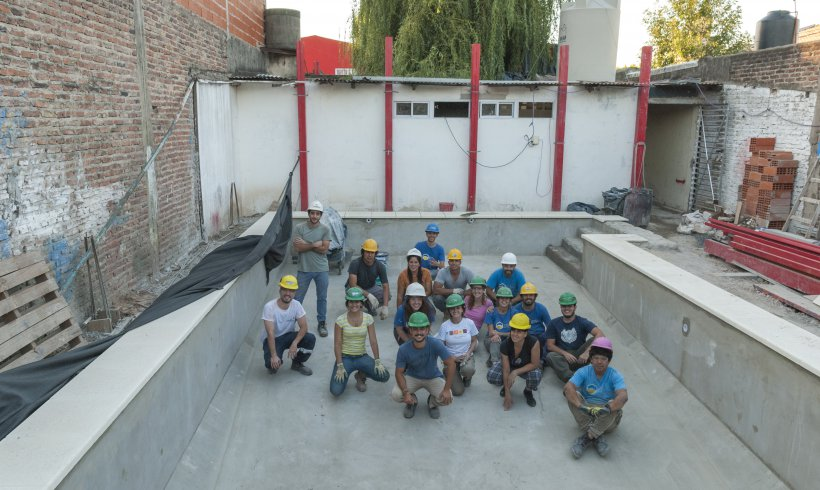 Construcción de pileta comunitaria en Bernal